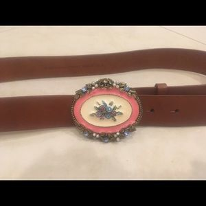 Accessories - Floral Buckle Leather Belt